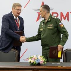 generalnyy_direktor_odk_aleksandr_artyuhov_i_zamministra_oborony_rf_aleksey_krivoruchko_na_podpisanii_kontrakta_na_postavku_nk-32-02.jpg
